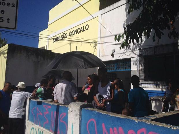 Procura por vacina é grande nesta segunda-feira em Salvador (Foto: Juliana Almirante/ G1)