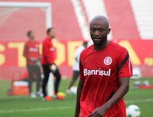 Kleber, lateral-esquerdo do Inter (Foto: Diego Guichard / GLOBOESPORTE.COM)