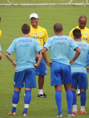 Sérgio Soares comanda o Avaí na Ressacada (Foto: Savio Hermano)
