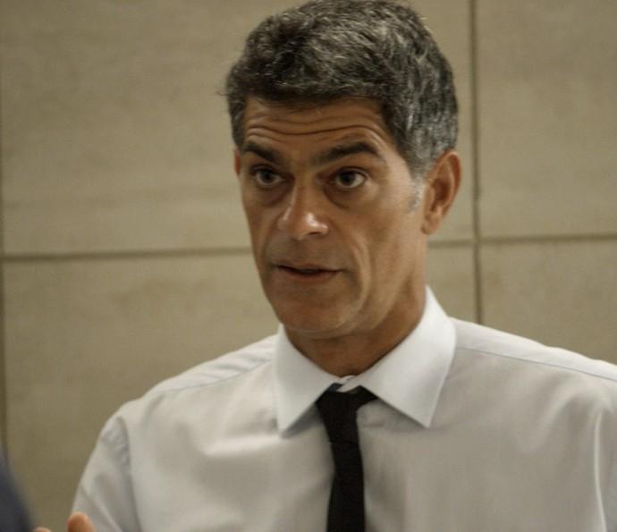 Orlando promete que vai encontrar Nelita (Foto: TV Globo)