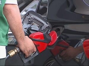 30% do valor pago em combustíveis é imposto  (Foto: Reprodução / TV TEM)