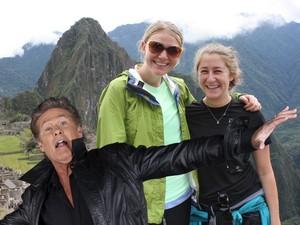 David Hasselhoff faz 'photobomb' em imagem de turistas em Machu Picchu, no Peru (Foto: Divulgação/Google)