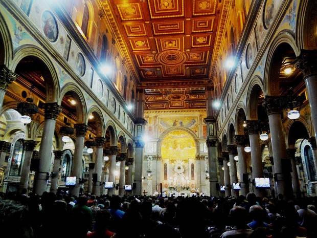 Interior da Basílica Santuário de Nossa Senhora de Nazaré, em Belém (Foto: Ingrid Bico/G1)