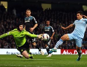 aguero cech Manchester City x chelsea (Foto: Getty Images)