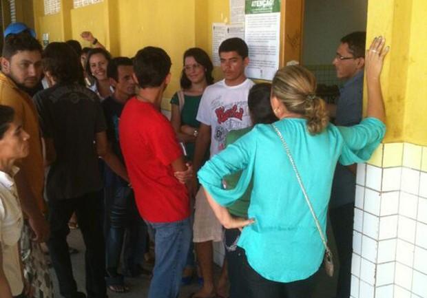 Serra do Mel registrou longas filas na manhã deste domingo (Foto: Carlos Adams)