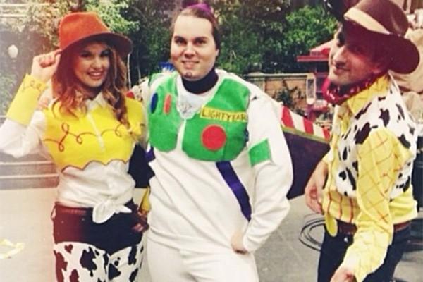 Debby Ryan interpreta a adolescente Jessie na série do Disney Channel e optou por interpretar a outra Jessie (de 'Toy Story') no Halloween. Ficou uma graça, não? (Foto: Reprodução/Instagram)