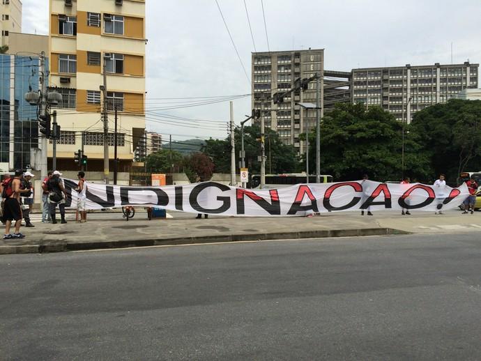 Protesto  Ferj - Torcida - Flamengo (Foto: Sofia Miranda)