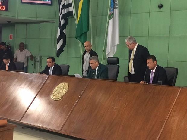 Presidente da Câmara mandou suspensa a sessão após protestos (Foto: João Paulo de Castro/G1)