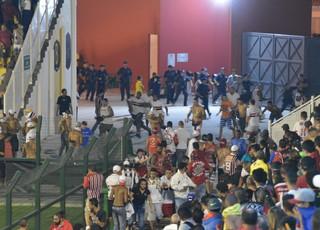 Briga São Paulo x Rondonópolis Estádio Nogueirão Mogi das Cruzes (Foto: Vitor Geron)