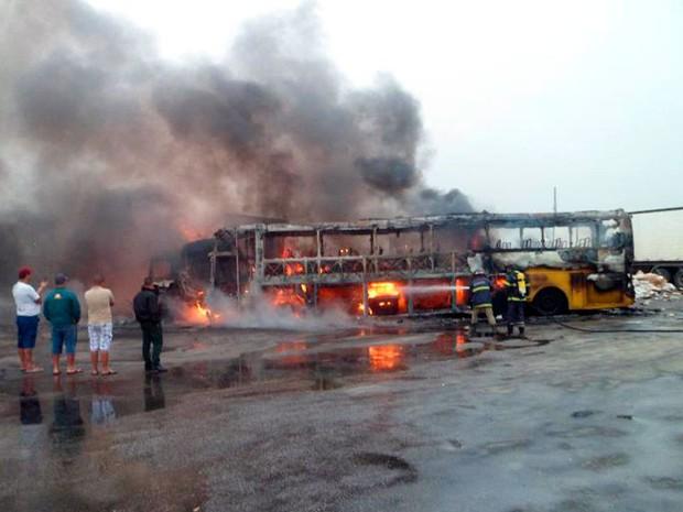 Acidente em Vitória da Conquista (Foto: Adelson Meira / Site Portal Poções)