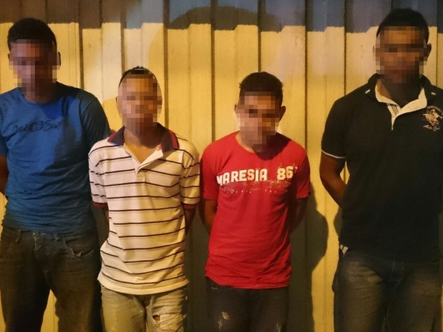 Jovens são presos suspeitos de roubar casa em Goiânia, Goiás (Foto: Divulgação/ PM)