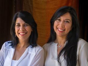Débora Knittel e Érica Falcão, autoras do livro Eclipse da Lua Azul, lançado em Salvador (Foto: Divulgação/Editora Solisluna)
