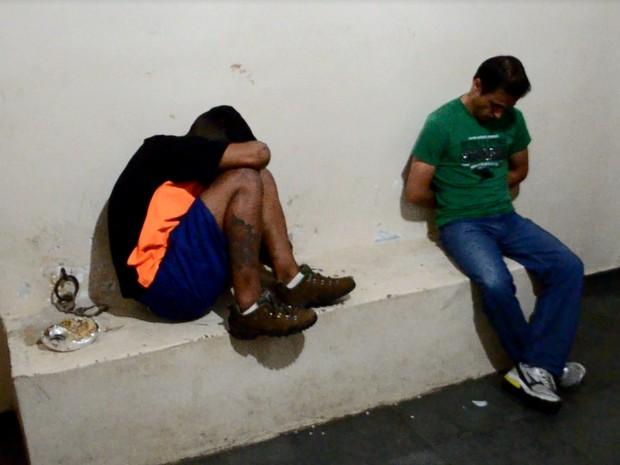 Menor foi apreendido e taxista foi preso durante operação em Varginha (Foto: Lucas Soares / G1)