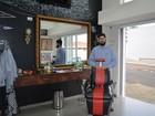 'Tratamento VIP' em barbearia inclui assessoria para corte e cerveja grátis