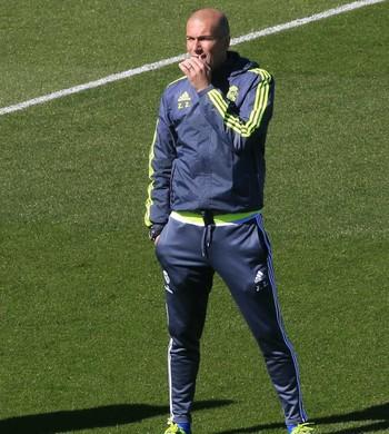 Zidane apoia Benzema após corte na Eurocopa
