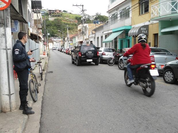 Guarda municipal cronometrava a passagem dos veículos (Foto: Divulgação)