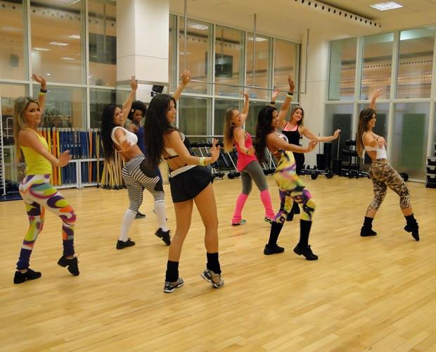 Bailarinas arrasam na aula de zumba e dançam Gangnam Style (Foto: Domingão do Faustão / TV Globo)