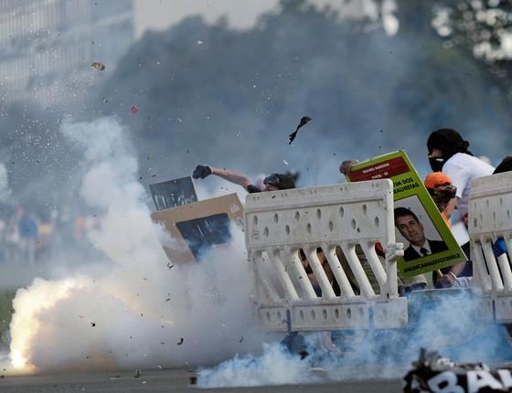 Conflito na Esplanada dos Ministérios.Baderneiros flertam com o caos para paralisar reformas e impor saídas artificiais da crise (Foto: Ueslei Marcelino/REUTERS)