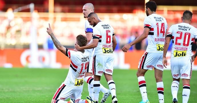 Lyanco comemora gol São Paulo X América-MG (Foto: Marcos Ribolli)