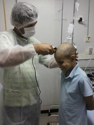 A doença não tirou o sorriso de esperança do garoto (Foto: Hosana Lopes Ribeiro/Arquivo Pessoal)