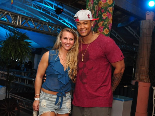 Léo Santana e a namorada, Chelsea Rae, em evento na Bahia (Foto: Roberto Teixeira/ EGO)