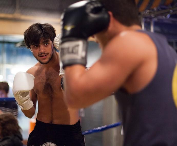 Na despedida de solteiro, Cobra chamou Duca para uma revanche (Foto: Fabiano Battaglin/Gshow)