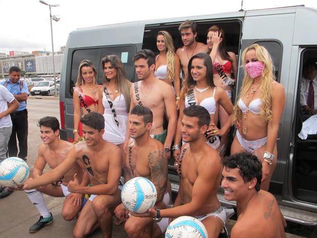 Modelos que participaram de desfile na Rodoviária (Foto: Lucas Salomão/G1)