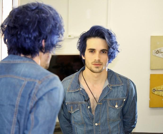 Fiuk mostra, nos bastidores do 'Super Chef', seu novo visual: cabelo azul (Foto: Carolina Morgado/Gshow)