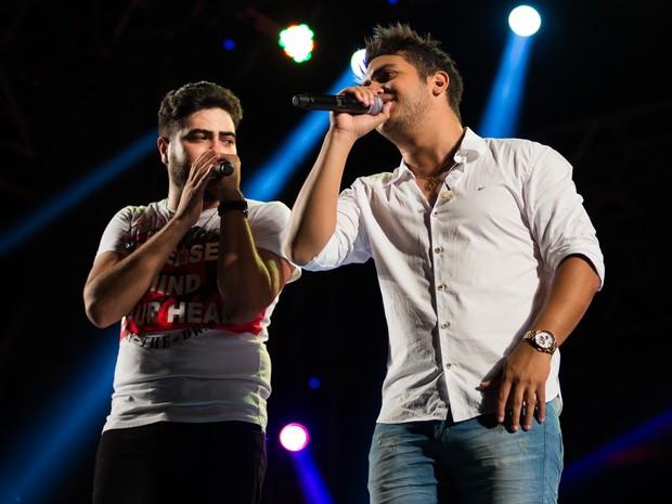 O sucesso 'Gordinho Saliente' não ficou fora do repertório de Henrique & Juliano no Ribeirão Country Fest (Foto: Érico Andrade/G1)