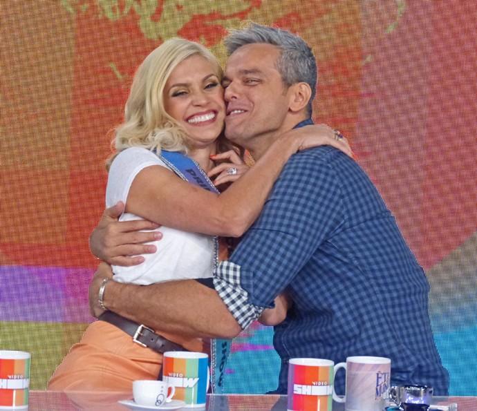 Flávia Alessandra visita o marido no 'Vídeo Show' (Foto: Cristina Cople / TV Globo)
