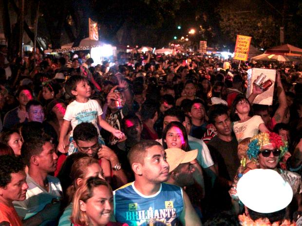 Banda Cinco Estrelas deixou Avenida Getúlio vargas lotada nesta terça (12) (Foto: Mônica Dias/G1)
