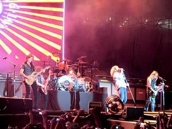 Banda Whitesnake, em show no Estádio Mané Garrincha (Foto: Lucas Nanini/G1)
