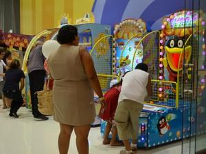 ccb33b016e Consumidores experimentam novidades no shopping (Foto  Anne de Freitas  G1  RR)