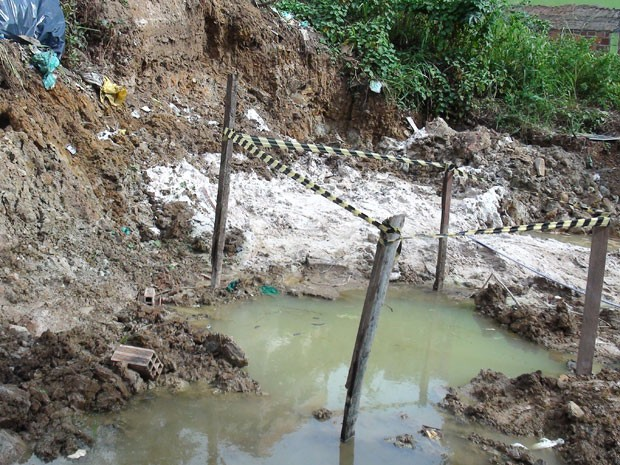 Poço abandonado; petróleo em Salvador (Foto: Lílian Marques/G1 BAhia)