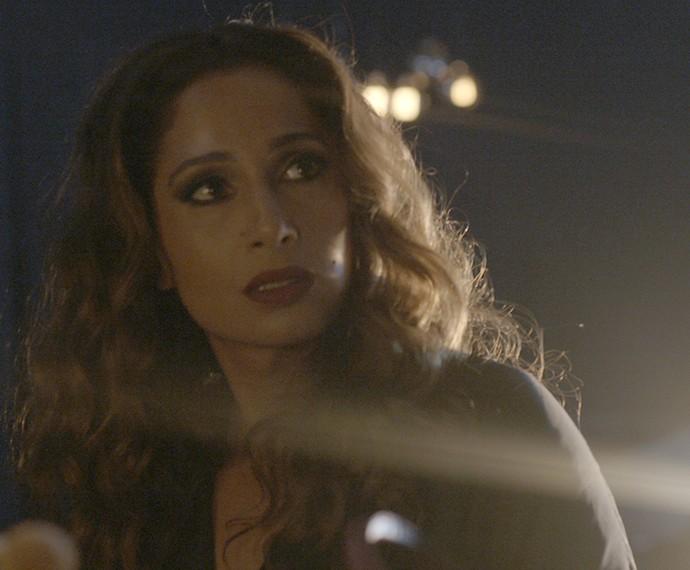 Regina revela segredo (Foto: TV Globo)