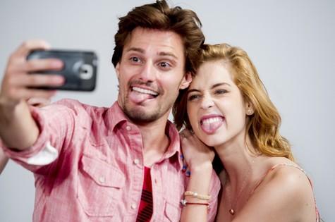 Hugo Bonemer e Sophia Abrahão (Foto: Cynthia Salles/TV Globo)