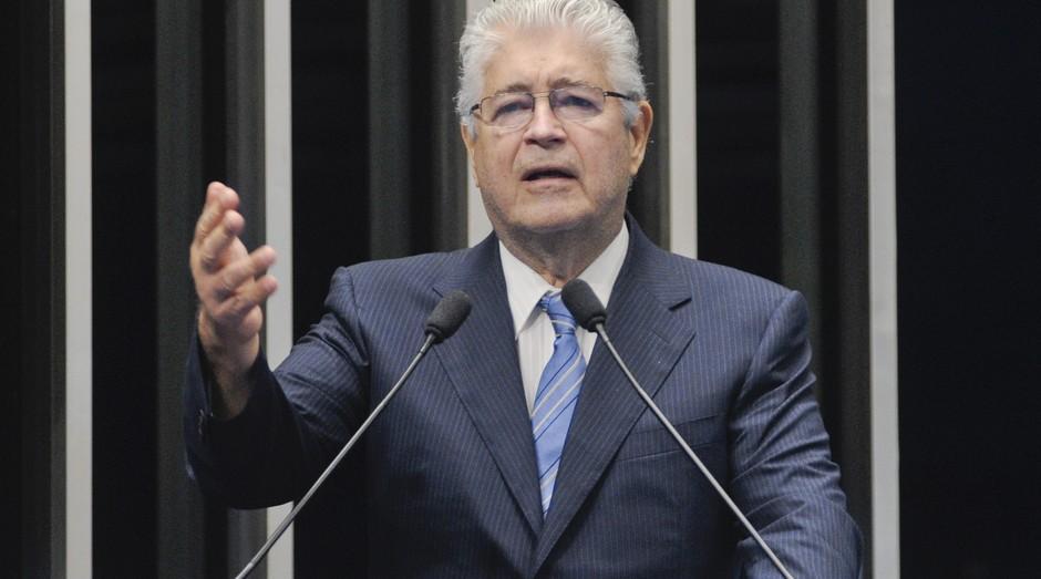 Roberto Requião: senador gravou vídeo em aeroporto  (Foto: Divulgação)