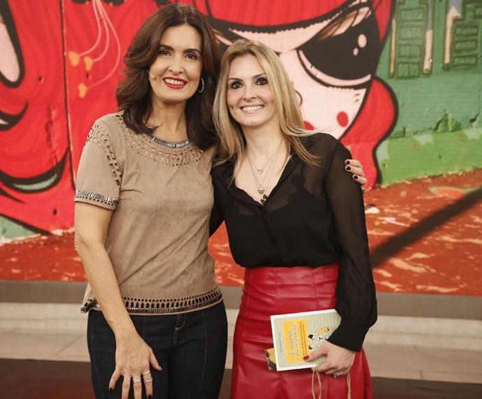 Fátima com a Clarice Dall'Agnol, que lançou um livro sobre educação sexual  (Foto: Raphael Dias/Gshow)