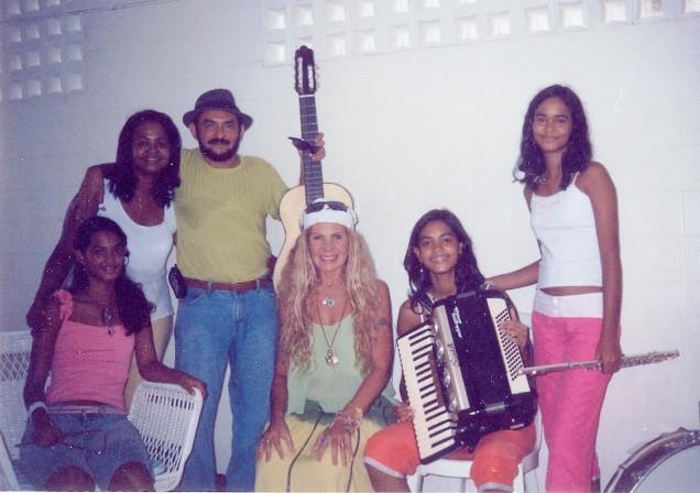 Encontro de Lucy Alves com Elba Ramalho em 2002 (Foto: Arquivo pessoal de Lucy)