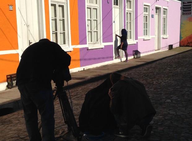 Cenários urbanos cheios de cor, em Porto Alegre, serviram de cenário para as gravações  (Foto: RBS TV/Divulgação)