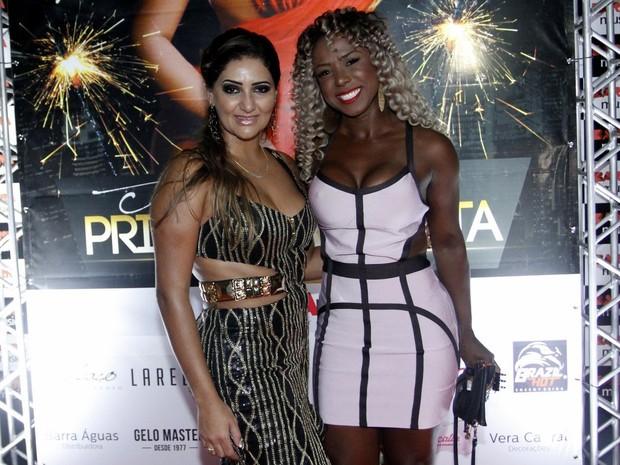 Priscila Costa e ex-BBB Adélia em festa no Rio (Foto: Marcos Ferreira/ Brazil News)