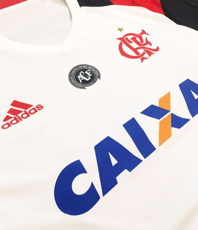 Camisa Flamengo Chapecoense (Foto: Divulgação)