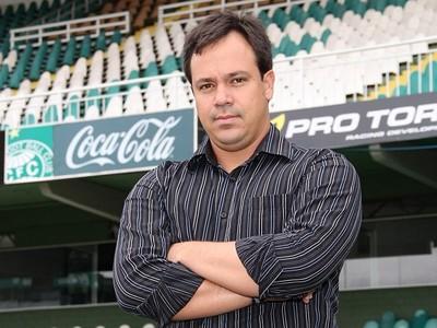 Dado Cavalcanti Coritiba apresentação (Foto: Divulgação / Site oficial do Coritiba)