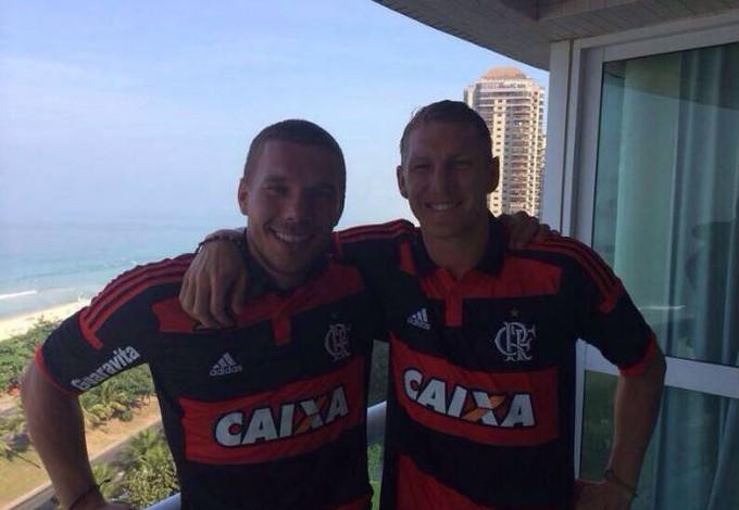 Jogadores alemães usam camisas do Flamengo (Foto: Reprodução)