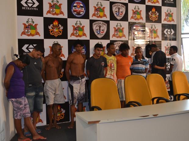 Suspeitos de participar dos ataques à Polícia Militar no último sábado (9) (Foto: Manoel Costa/TV Mirante)