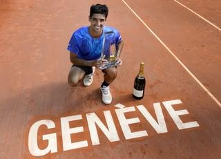 Bellucci é campeão do ATP de Genebra (Foto: AFP PHOTO / FABRICE COFFRINI)