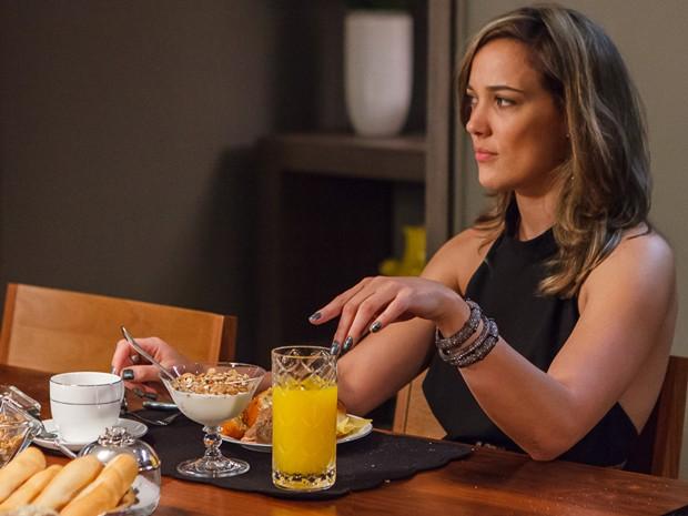 Amanda fica na dúvida e se pergunta se Amanda viu a traição de José Pedro (Foto: Artur Meninea/GShow)