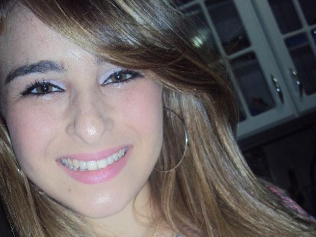 Anna Carolina Veiga Martins, de 14 anos, chegou saudável e 'cheia de vida' ao hospital, segundo a mãe (Foto: Arquivo pessoal)