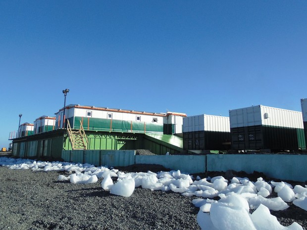 Módulo Antártico Emergencial foi erguido onde funcionava o heliporto da estação Comandante Ferraz (Foto: Divulgação/Marinha do Brasil)