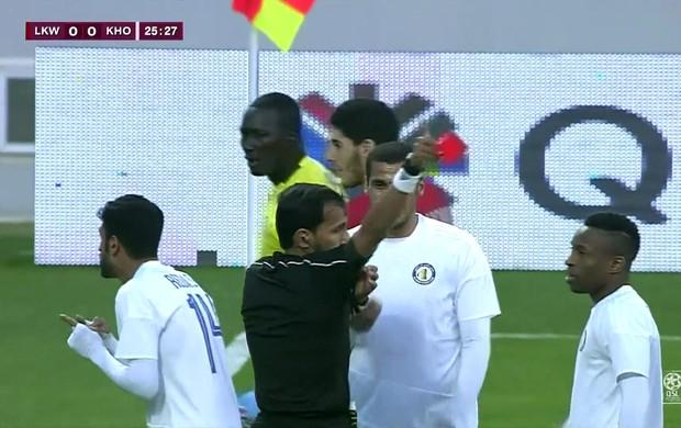 goleiro é expulso no Qatar após dar bicuda na bola